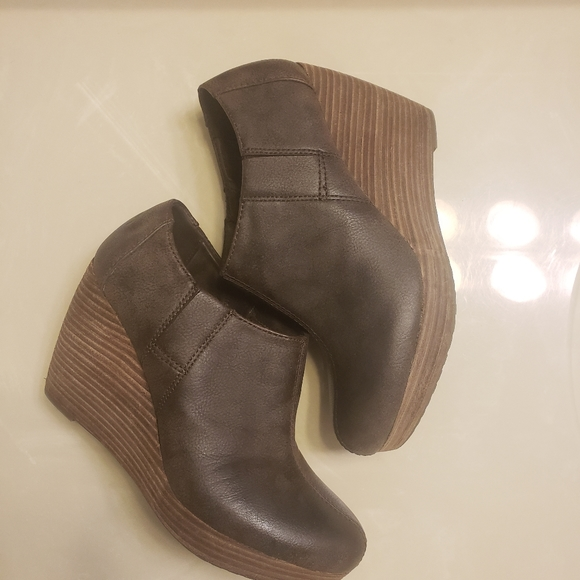 Dr Scholl's Brown Ankle booties/wedges size 8